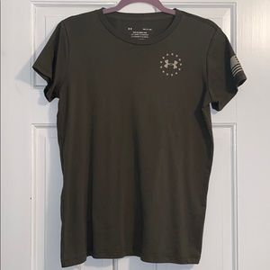 UO freedom tee classic fit size small